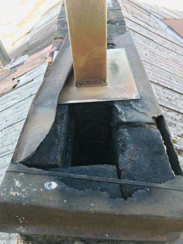 pagamintas iš netinkamo metalo įdėklas (netinkamas sumontavimas)